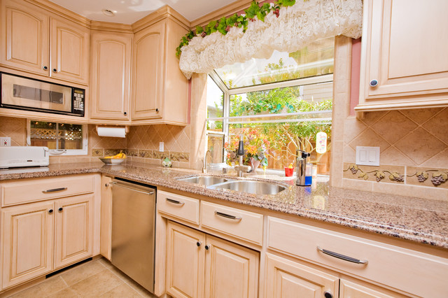 Wine themed kitchen with wine cooler and grape tile details for Vineyard themed kitchen ideas