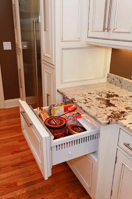 Wingfoot Kitchen traditional-kitchen