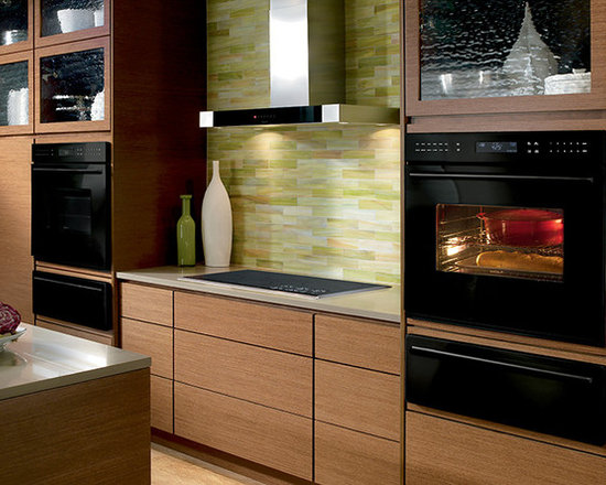 """Wolf 30"""" E Series Contemporary Built-In Single Oven Black 