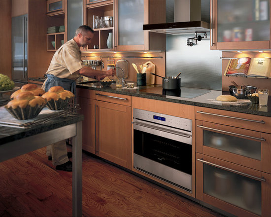"""Wolf 30"""" E Series Transitional Built-In Single Oven Stainless Steel 