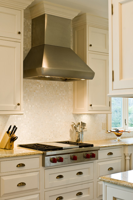 Wolf 36 Quot Gas Rangetop And Hood Traditional Kitchen