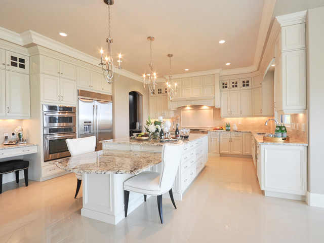 Etonnant Large Traditional Open Concept Kitchen Photos   Example Of A Large Classic  U Shaped Marble