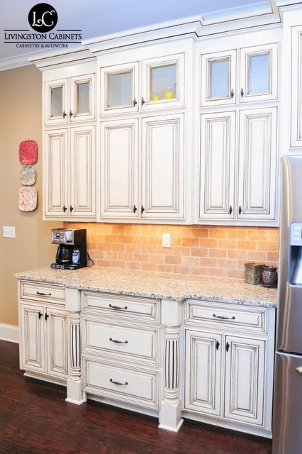 Woods   Cabinetry traditional-kitchen