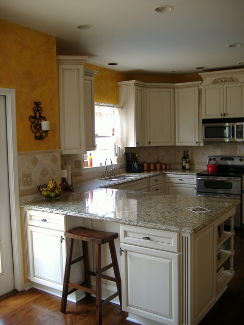 Woodvale Maple Square In Canvas With Coco Glaze By Kraftmaid Cabinetry Traditional Kitchen