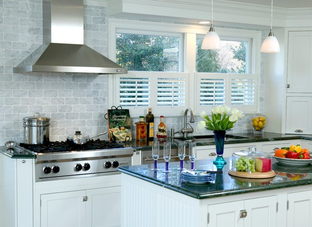 Wright Kitchen Bright And Inviting Traditional Kitchen Dc Metro By The Kitchen Guild