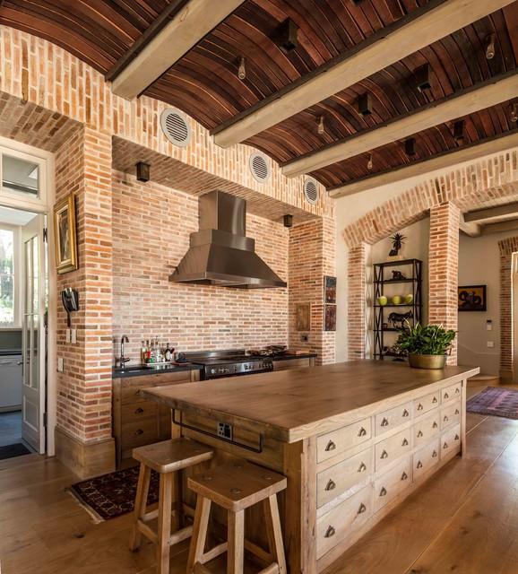 Wyn Huis Transitional kitchen