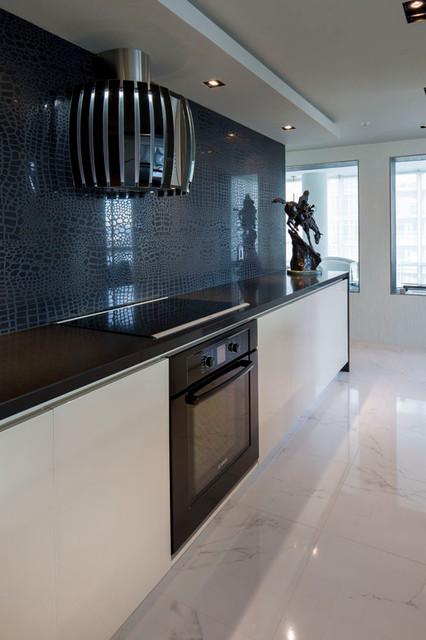 Yaletown - Vancouver - Modern Black & White Kitchen - Modern - Kitchen - vancouver - by Fontile ...