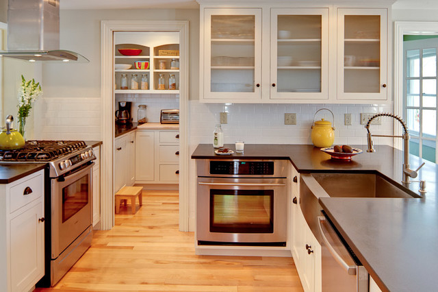 Yarmouth traditional kitchen portland maine by maine coast kitchen design - Kitchen design portland maine ...