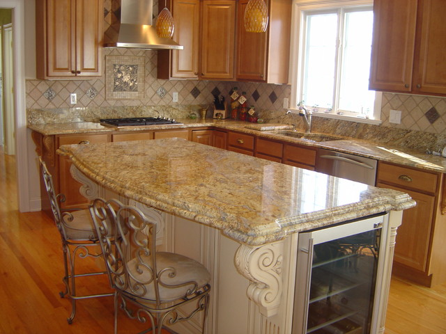 Superbe Eat In Kitchen   Large Traditional L Shaped Eat In Kitchen Idea In