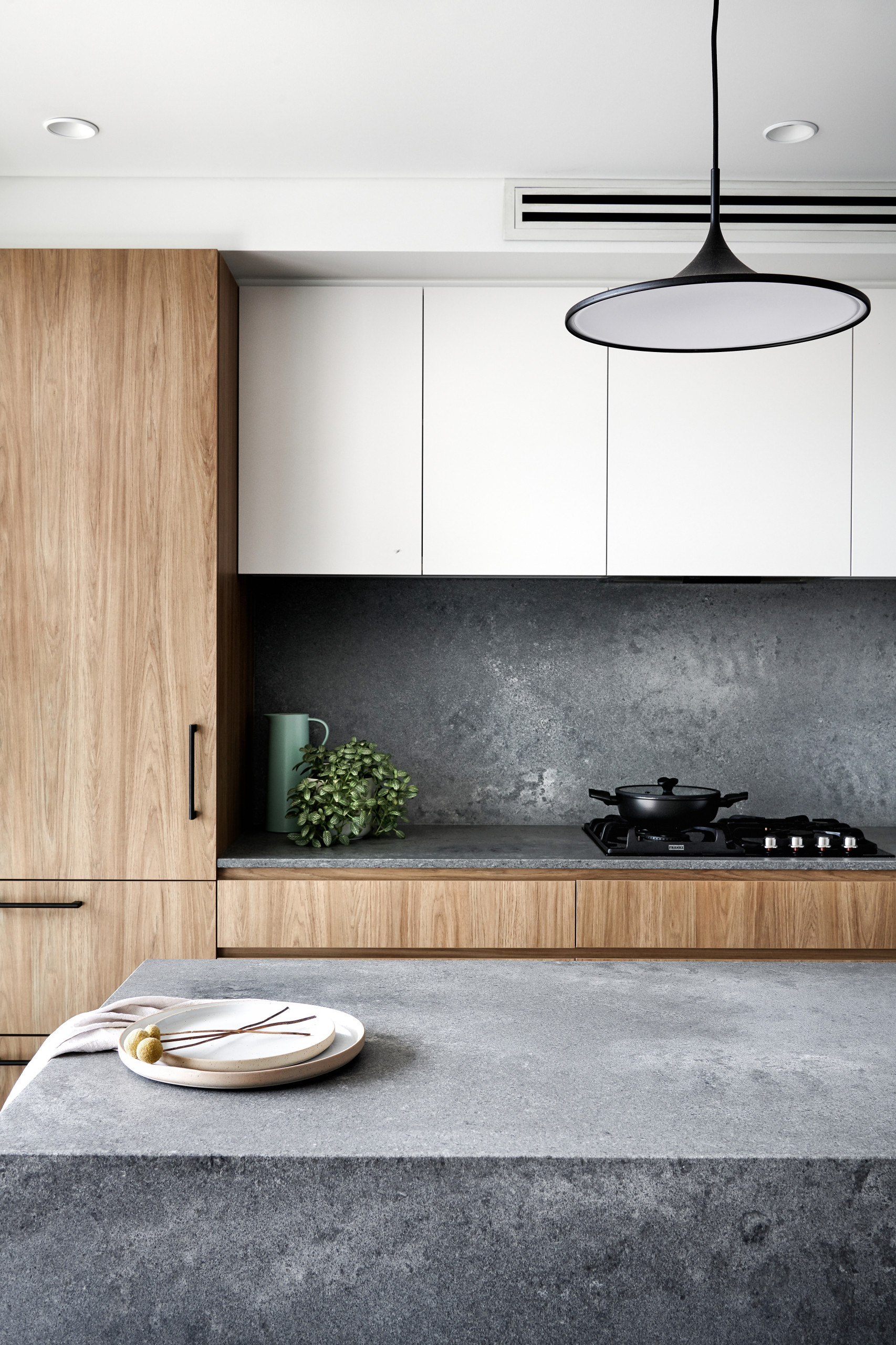 75 Beautiful Kitchen With Glass Countertops Pictures Ideas December 2020 Houzz
