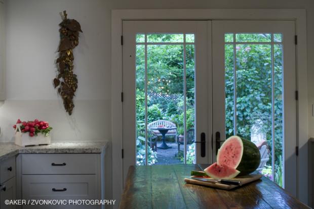 Kitchen - contemporary kitchen idea in Houston