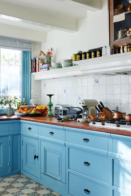 Klassisk inredning av ett kök