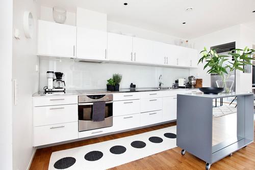 Holzfußboden in der Küche? So stylisch können Sie ihn schützen