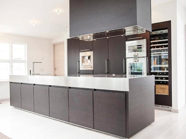 Kök kök med : Modernt svart kök med köksö - Contemporary - Kitchen - Gothenburg ...