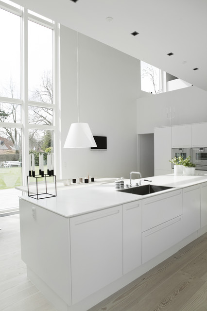 Hvid fræsede greb - Scandinavian - Kitchen - other metro - by ...