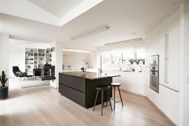 Køkken i hvid og røget eg   moderne   køkken   other metro   af ...