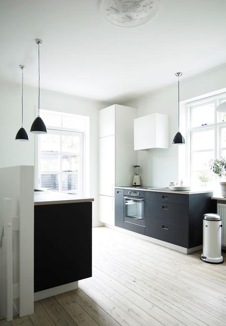 Tendens: Mørke køkkener hitter - er det hvide køkken stadig relevant?