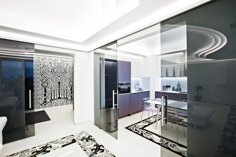 Immagine di un ingresso o corridoio minimal con pareti bianche
