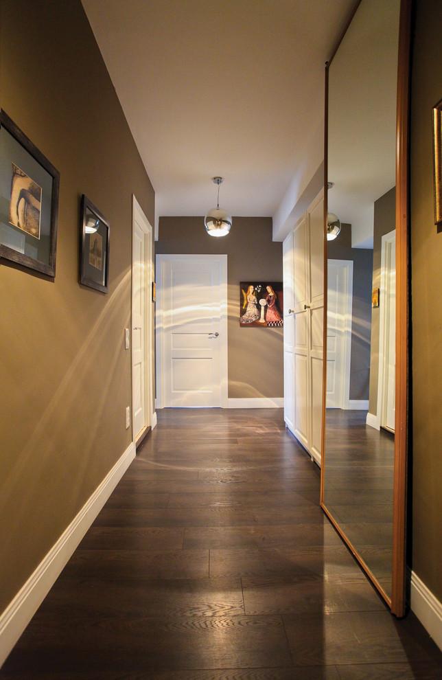 Ejemplo de recibidores y pasillos tradicionales renovados con iluminación