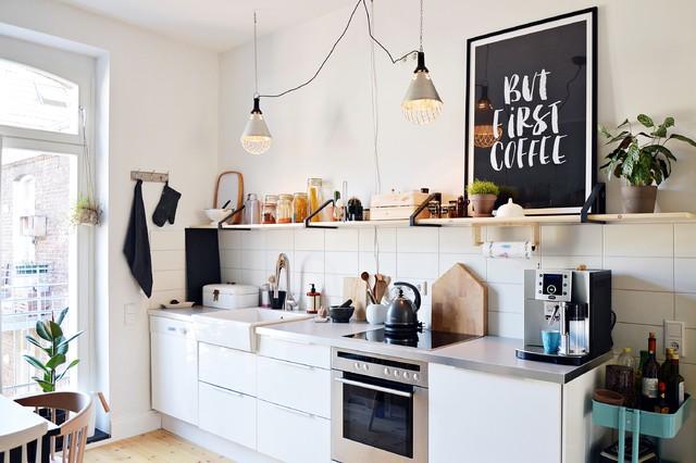 Skandinavische Küchen mit Edelstahl-Arbeitsplatte Ideen, Design ...