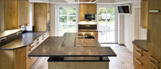 arbeitsplatte aus naturstein brown antique landhausstil. Black Bedroom Furniture Sets. Home Design Ideas