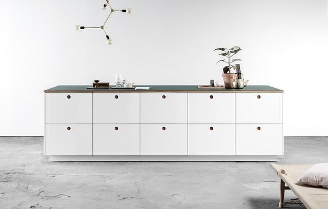 Basis 01 Design mit Weiß lackierten Fronten und einer Linoleum ...