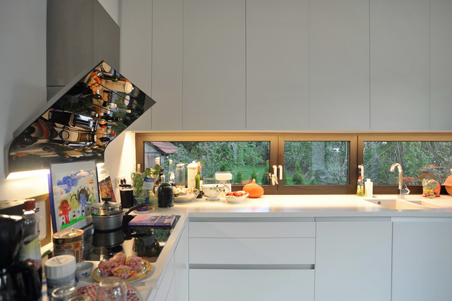 bauhausvilla in pankow küche mit lichtband im arbeitsbereich