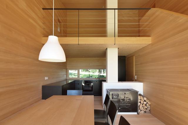 Bienenhus wohnbereich mit historischem holzofen modern - Holzofen modern ...