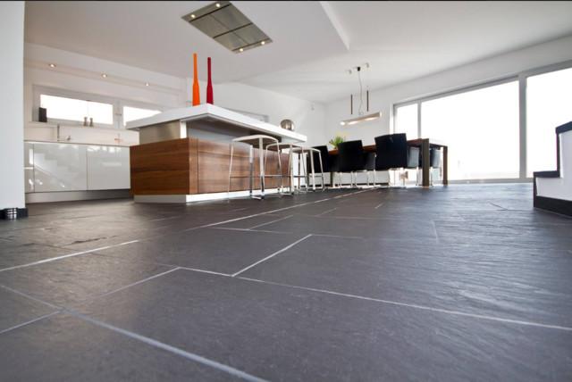 Bodenbelag aus dem Naturstein Porto Schiefer - Modern - Küche ...