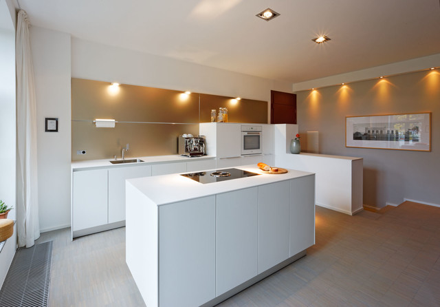bulthaup b3 Küche mit Wandpaneel Contemporary Kitchen