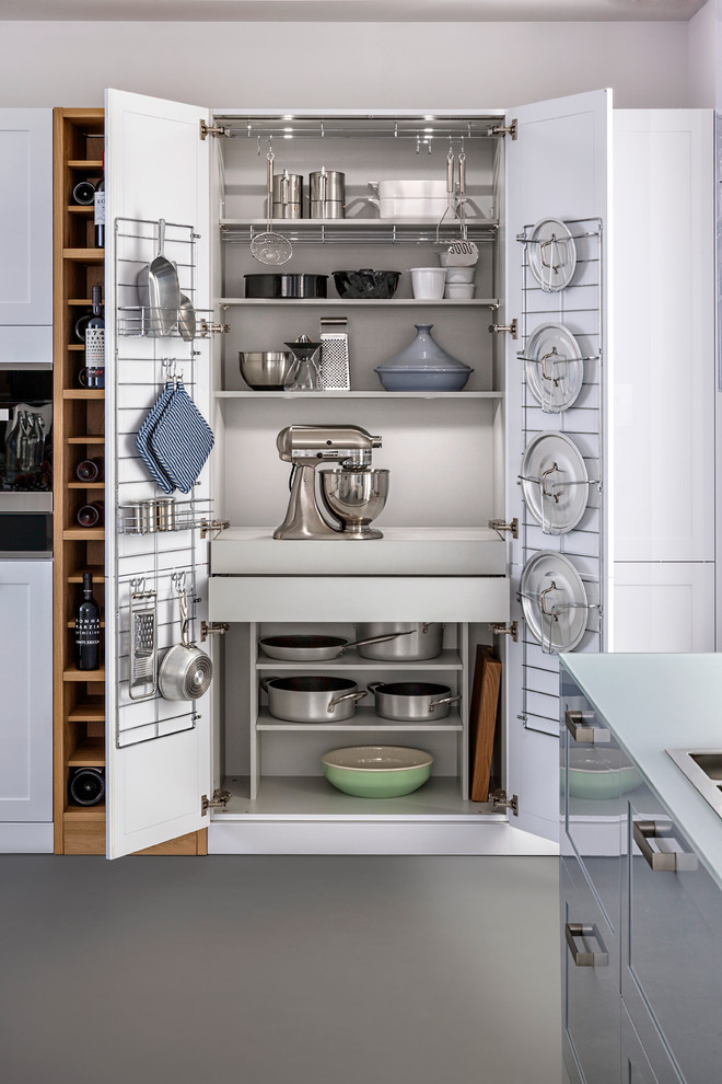 Trendy kitchen photo in Stuttgart with shaker cabinets and white cabinets