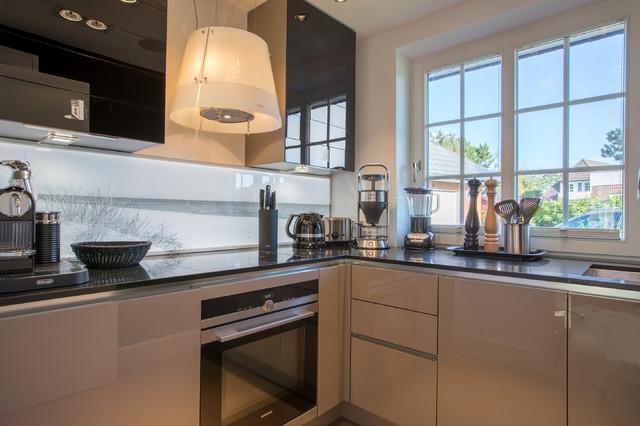 design ferienhaus in wenningstedt auf sylt modern k che sonstige von immofoto sylt. Black Bedroom Furniture Sets. Home Design Ideas