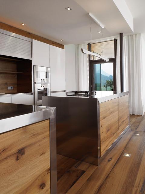 Designküche mit Edelstahl und Eichenholz - Modern - Küche ...