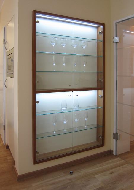 detail beleuchtete vitrine in der k che contemporary kitchen cologne by hansen. Black Bedroom Furniture Sets. Home Design Ideas
