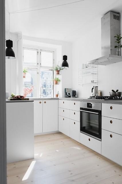 Die Küche mit unserer Basis01 in Weiß und einer Beton ...