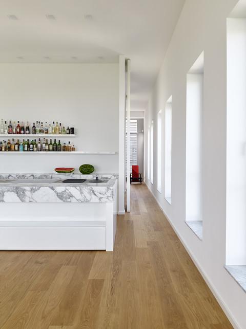 durchgang in penthouse maisonette wohnung modern kitchen frankfurt by herbert o. Black Bedroom Furniture Sets. Home Design Ideas
