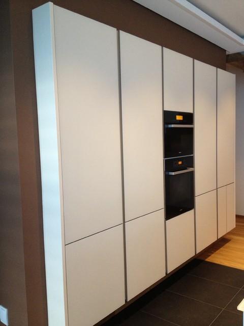 glas und holz k che warmer purismus contemporary. Black Bedroom Furniture Sets. Home Design Ideas