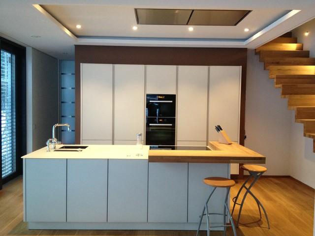 Glas und Holz - Küche - warmer Purismus - Contemporary - Kitchen ...
