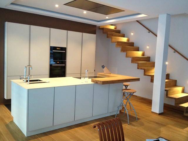 Glas und Holz - Küche - warmer Purismus - Modern - Küche - Sonstige ...