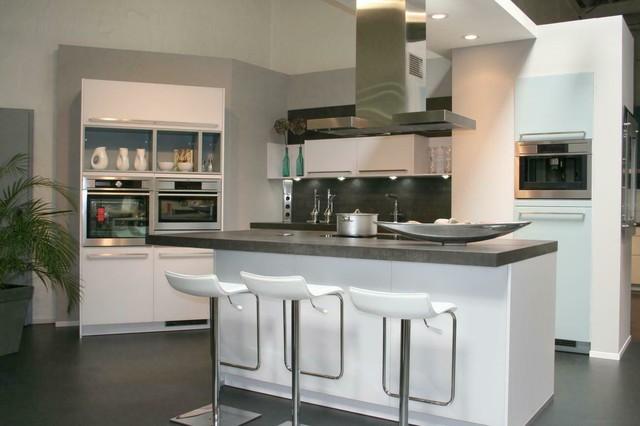 Glasfront weiss matt mit Keramik Arbeitsplatten - Modern - Küche ...