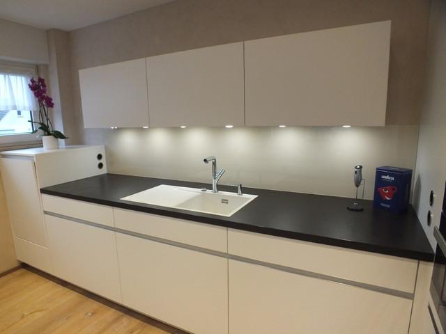 Grifflose Küche grifflose küche mit flächenbündigem bora induktionskochfeld modern