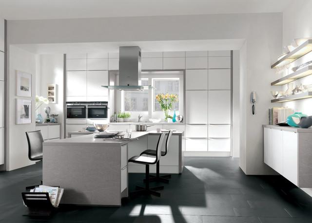 gro z gige design k che mit insel modern kitchen by kiveda. Black Bedroom Furniture Sets. Home Design Ideas