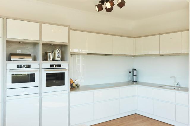 Hochglanz weiße Küche mit \
