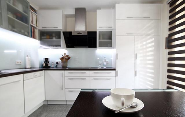 Impressionen: Weiße Hochglanz-Küche