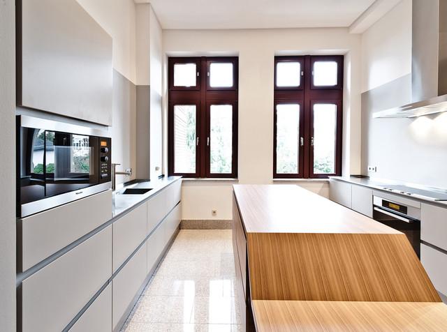 individuelle einbauk che in altbauwohnung wiesbaden modern k che frankfurt am main von. Black Bedroom Furniture Sets. Home Design Ideas