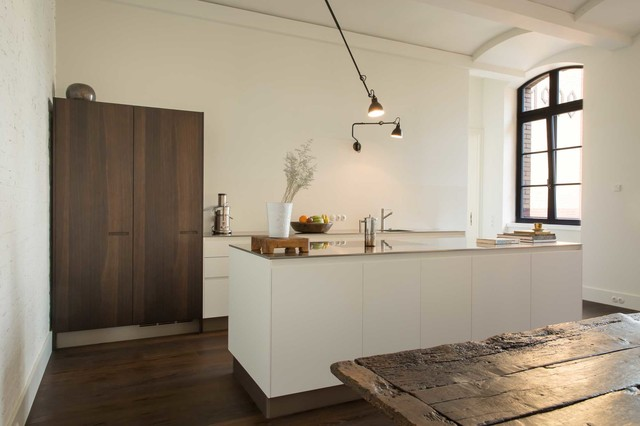 kochen und essen in einem denkmalgesch tzen altbau modern k che berlin von ruby design. Black Bedroom Furniture Sets. Home Design Ideas