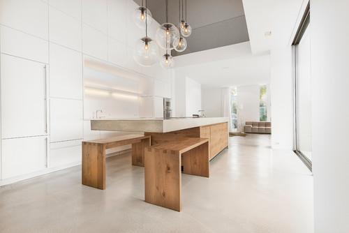 Beton und Holz: Zwei starke Zutaten für eine Küche am Bodensee