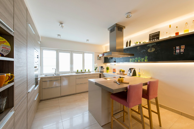 k che f r einen hochfl chendesigner contemporary kitchen frankfurt by stereoraum. Black Bedroom Furniture Sets. Home Design Ideas