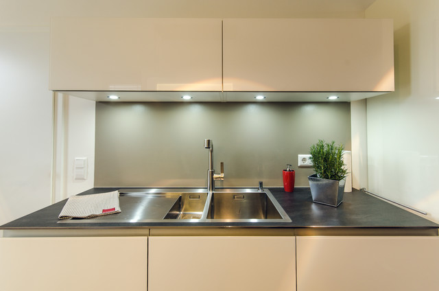 k che glas wei gl nzend. Black Bedroom Furniture Sets. Home Design Ideas