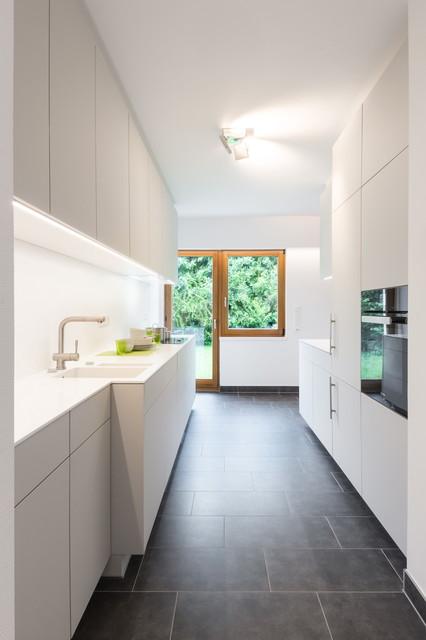 k che mit corian arbeitsplatte modern kitchen. Black Bedroom Furniture Sets. Home Design Ideas